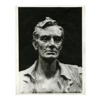 Image: Lincoln, the Frontiersman statue photograph