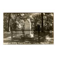 Image: Grave of Nancy Hanks Lincoln